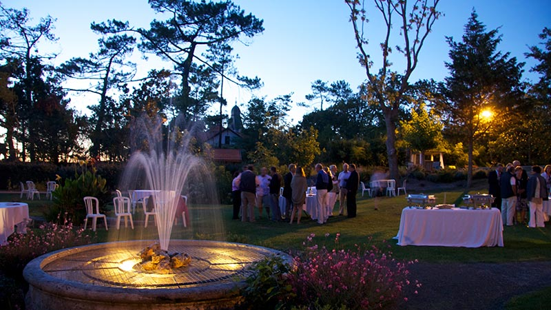 garden-fountain-view-cocktail-party-7121