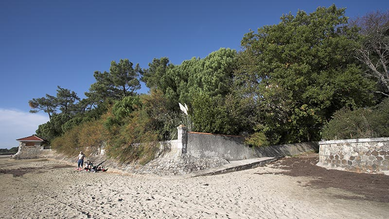 sea-beach-wall-la-tosca-property